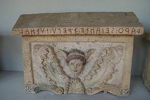 300px-IMG_1098_-_Perugia_-_Mua_etrusca_-_7_ago_2006_seo_archeologic_-_Urn-_Foto_G._Dallo'Orto