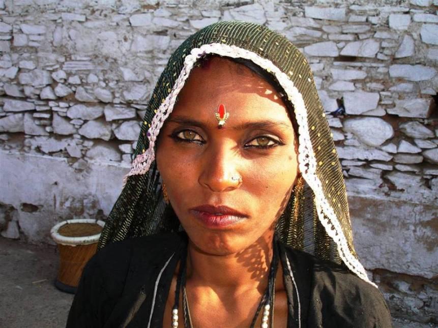bedouin-woman-amber-eyes-rh-negative
