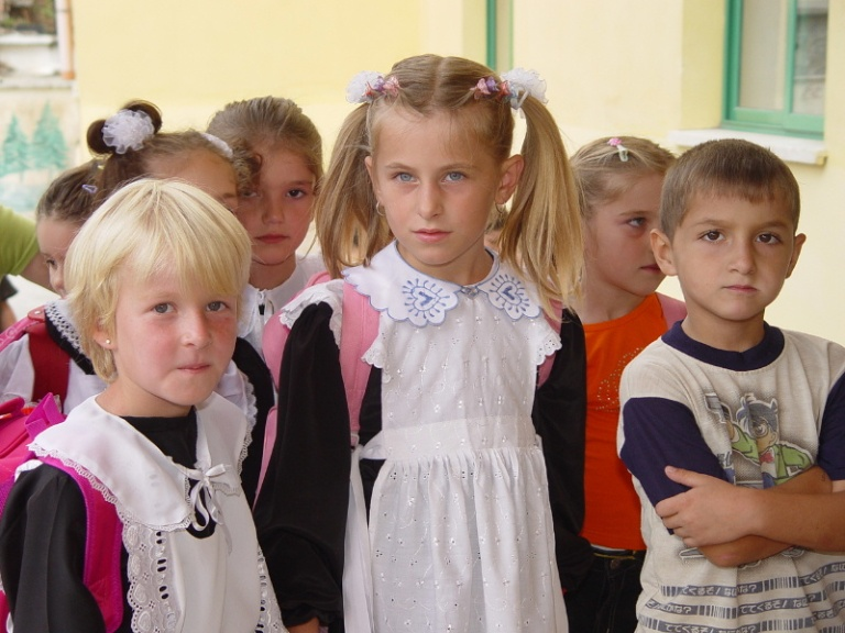 Albanian_children_at_school