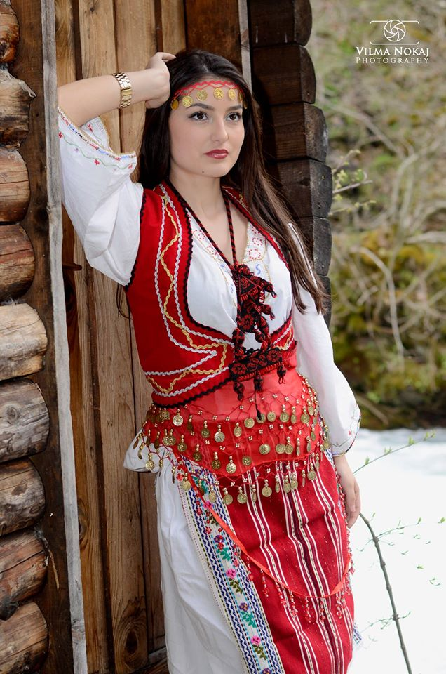Traditional-Albanian-Costumes-traditional-clothing-of-albanians-39619577-636-960