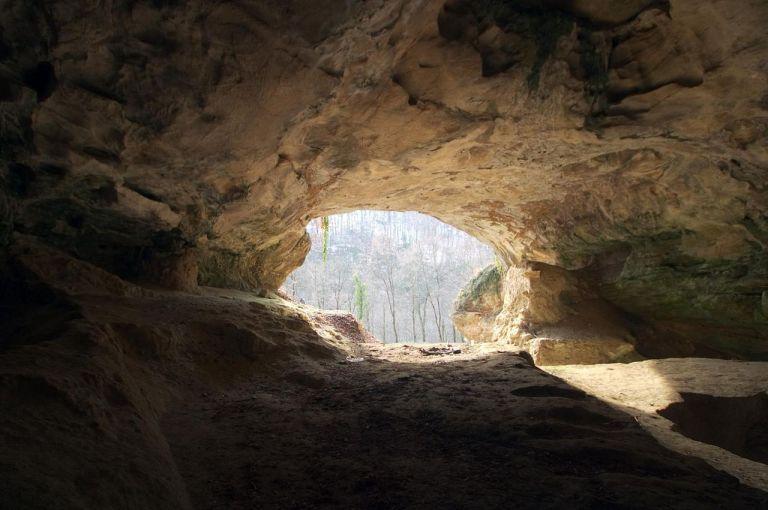 1280px-Vindija_cave.jpg