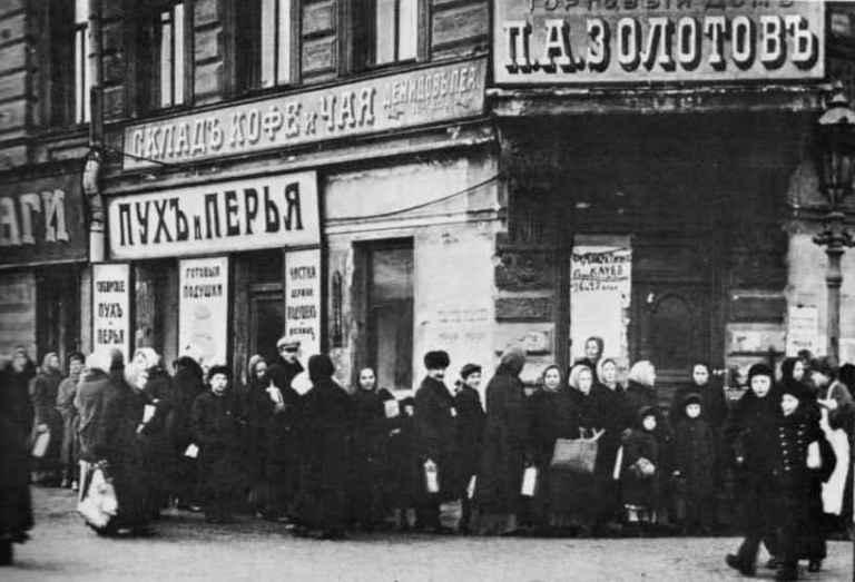 BreadQueue1917.jpg