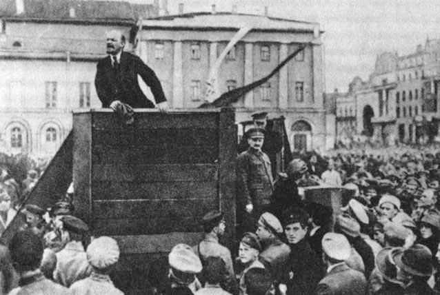 Lenin-Trotsky_1920-05-20_Sverdlov_Square_(original).jpg