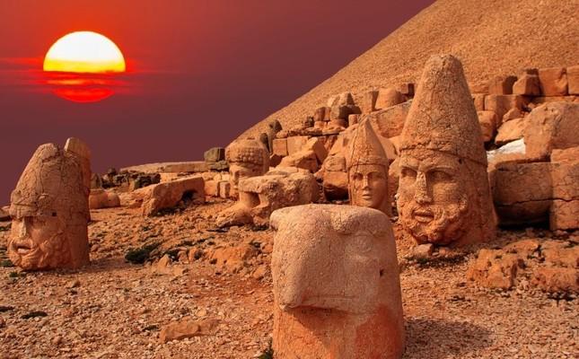 645x400-world-heritage-site-mount-nemrut-attracts-52000-tourists-in-southeastern-turkey-1509008364410.jpg