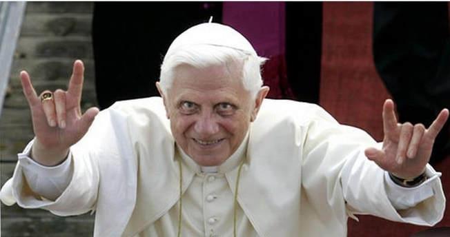 pope-benedict-devil-sign