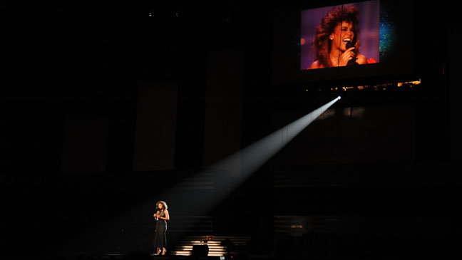 Jennifer Hudson performs in memory of th